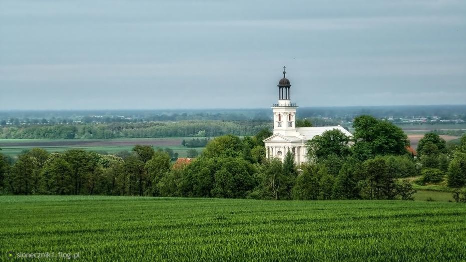 z widokiem na kościół w Brzóstkowie