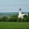 z widokiem na kościół w <br />Brzóstkowie  ::